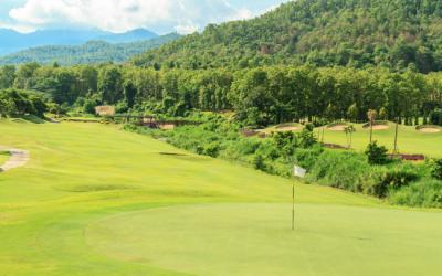 Jugar al golf en Málaga